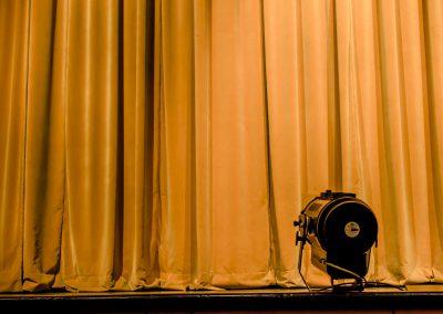 curtain-2539992_1920