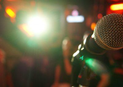 microphone-3989879_1920