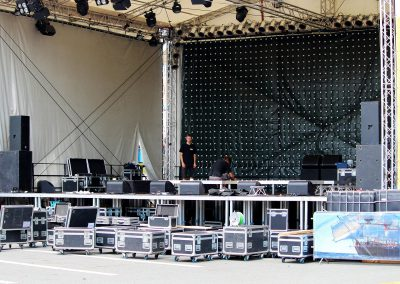 stage-construction-888147_1920